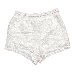 😍 Lush White Lace Shorts!